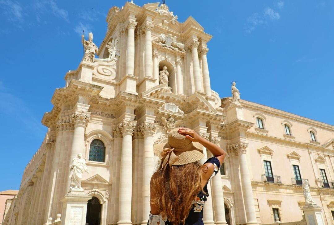"""Arriva """"Mike love Sicily"""", travel show in giro per la Sicilia, da Marsala a Siracusa"""