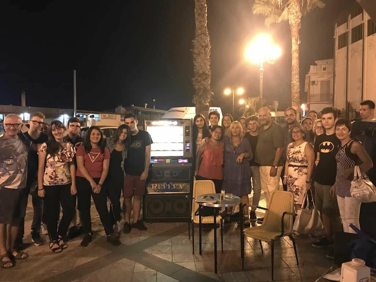 """A Messina un jukebox che fa """"ballare"""" gli studenti a ritmo di poesia"""