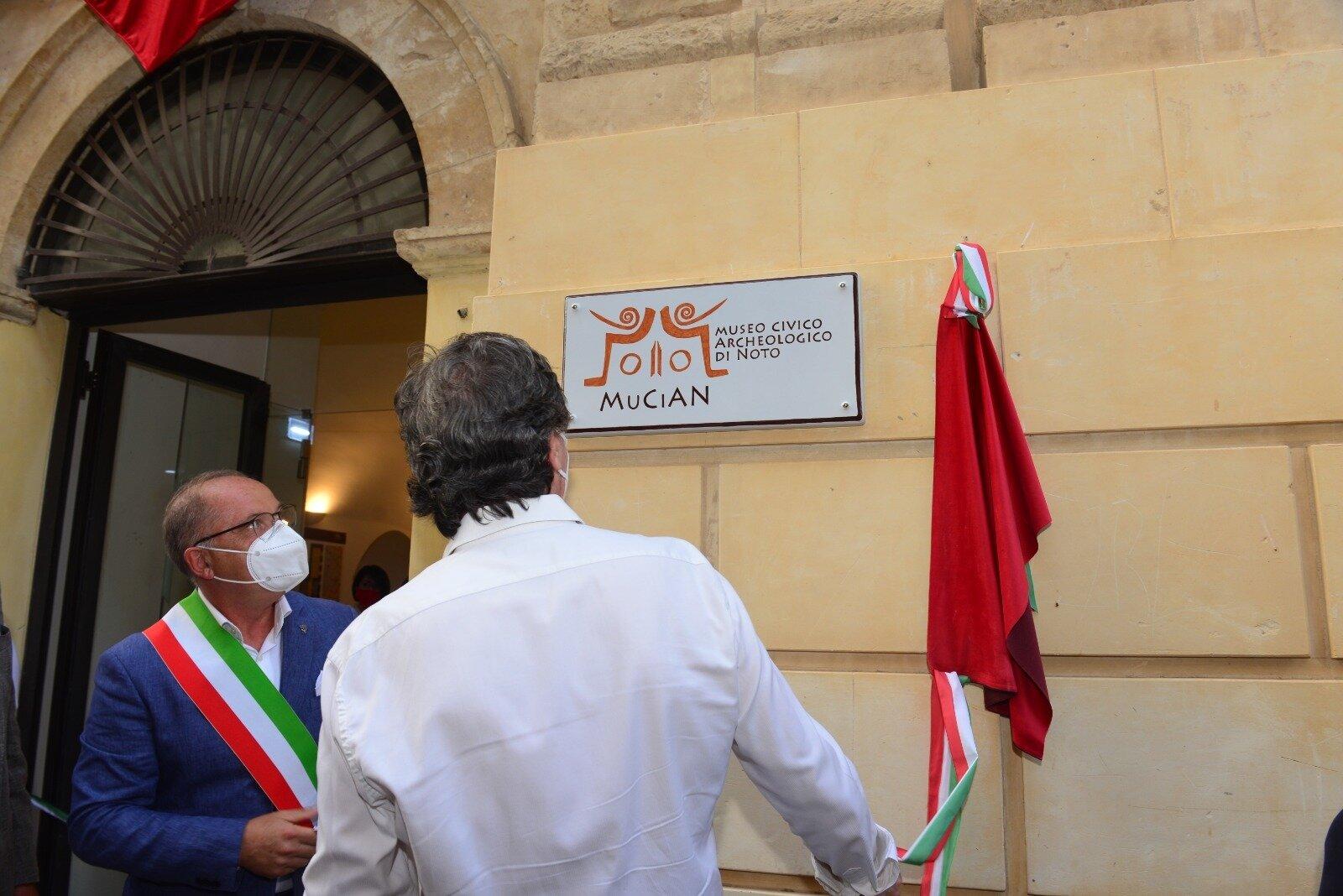 """""""Bosco incantato"""" e """"Cavallo eretico"""" vanno ad arricchire la collezione di landart di Fiumara d'Arte"""