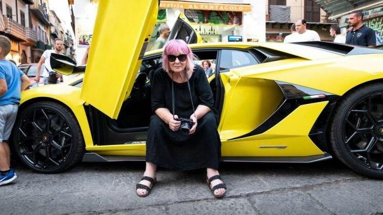 Le foto di Letizia Battaglia per Lamborghini: il caso mediatico