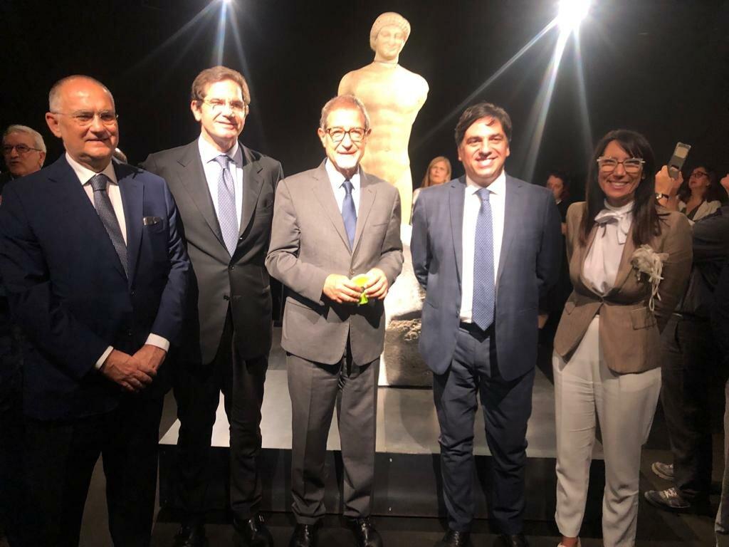 """Inaugurata a Catania nel Museo Civico di Castello Ursino """"Il kouros ritrovato"""" - In mostra la preziosa statua greca in marmo assemblata"""