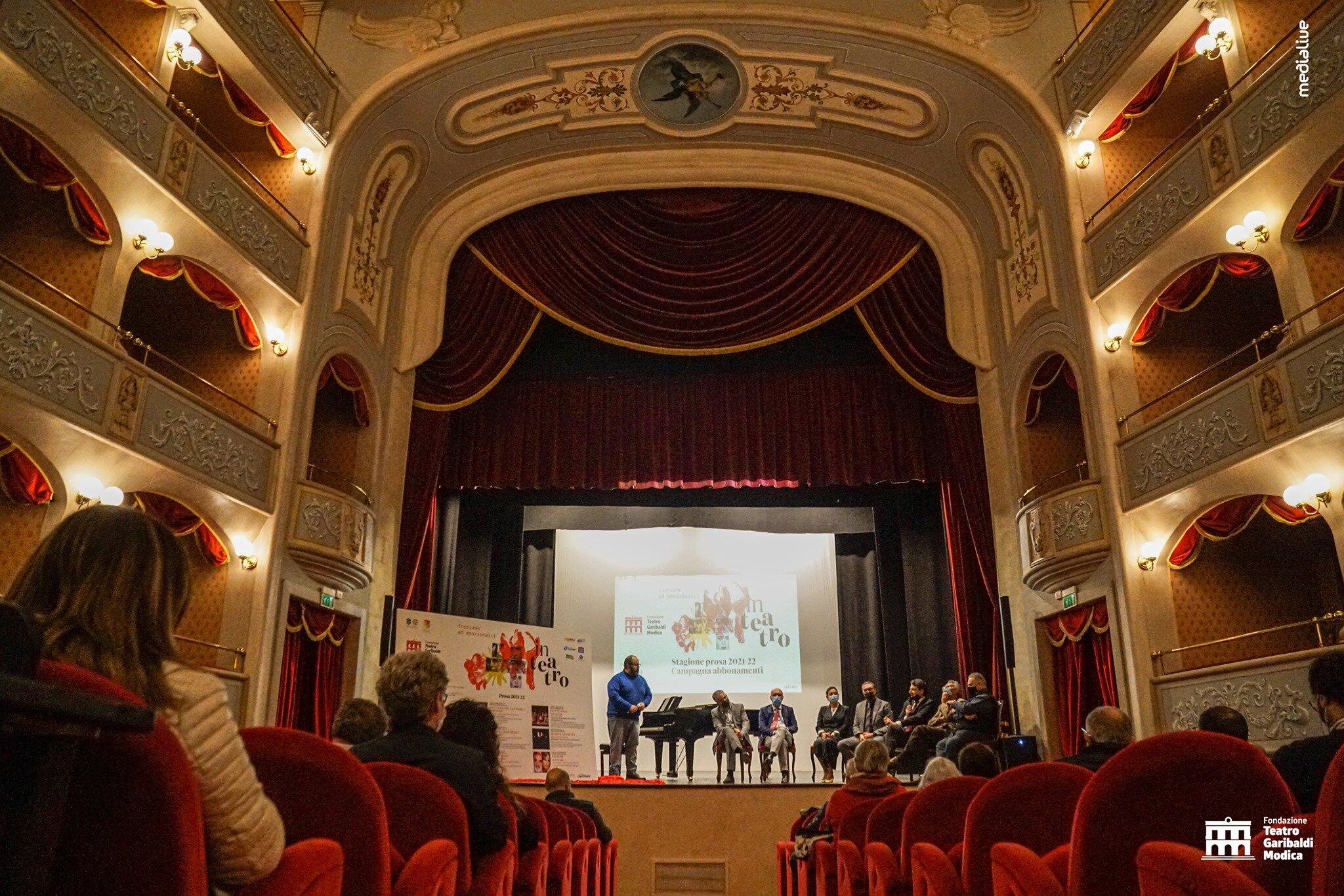 """""""Sicilian Comedi"""" conclude la stagione del Teatro Mobile di Catania con Fioretta Mari"""