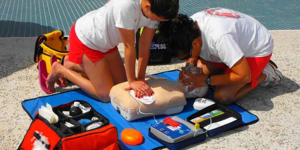 defibrillatore-semiautomatico-dae-in-spiaggia