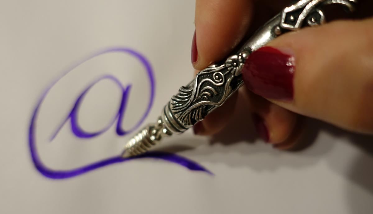 Scrivici